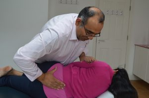 ealing chiropractor performs chiropractic treatment